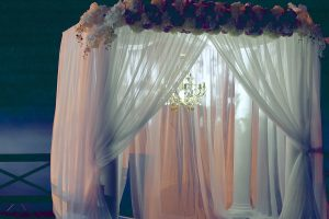 How to choose commercial draperies